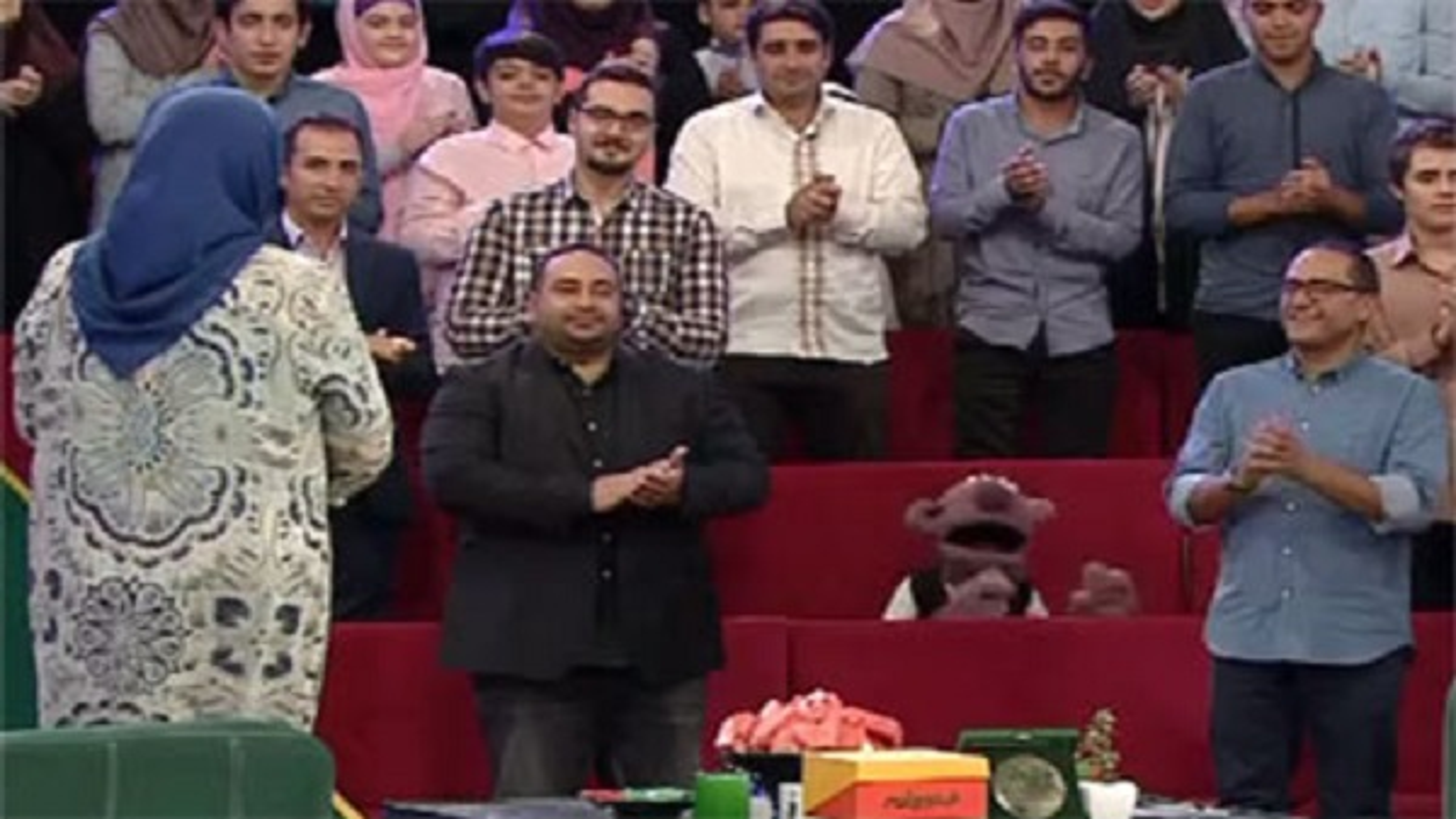 تعظیم پسر ثریا قاسمی به احترام مادرش در خندوانه + فیلم