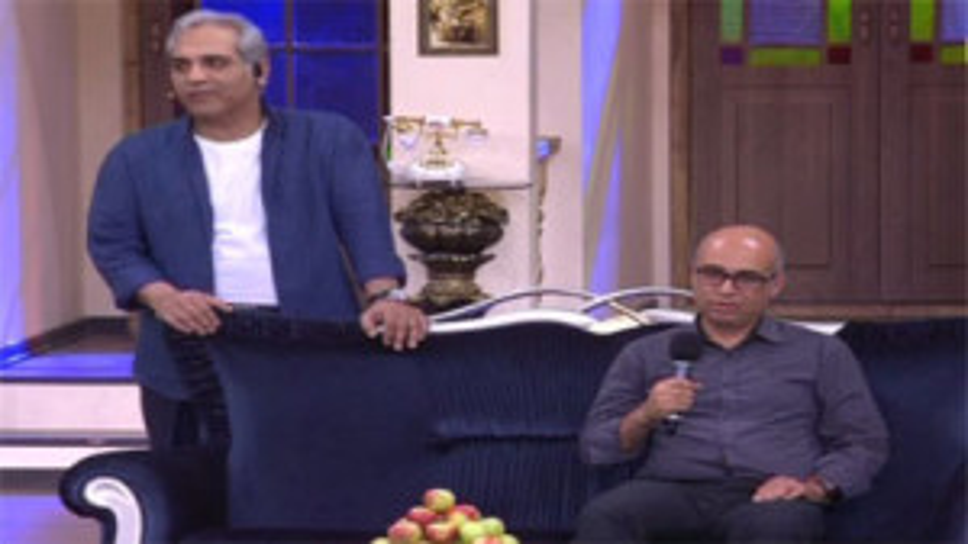 آیتم طنز دورهمی با دعوت از حاضرین برای قصه گفتن فی البداهه + فیلم