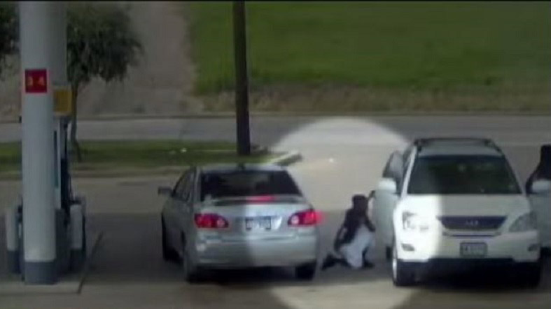 سرقت حرفهای از خودرو در پمپ بنزین | فیلم