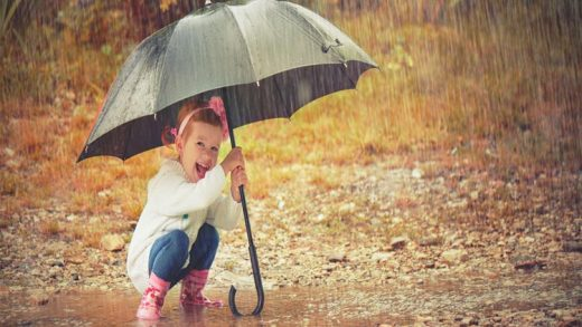 کودک زیر باران | تگ