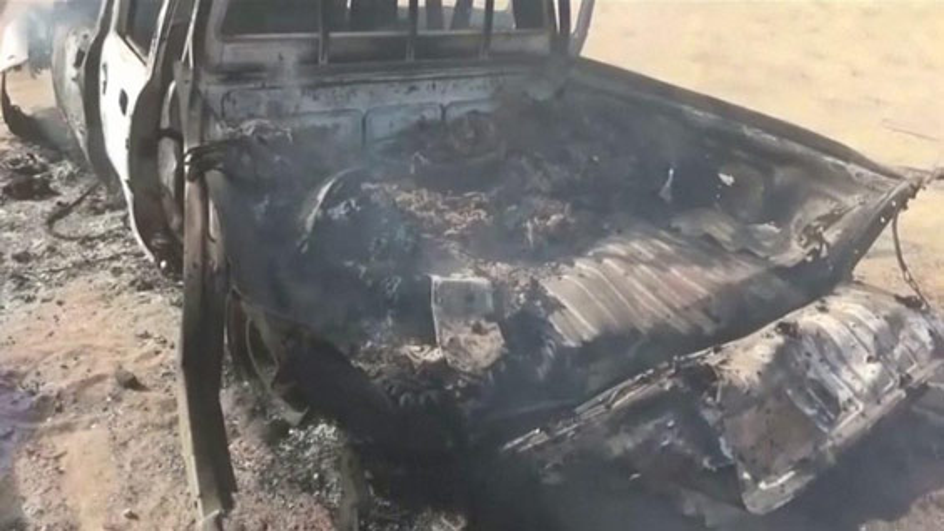 فیلم حمله هواپیماهای ائتلاف اعراب به رهبری عربستان به خودروی غیرنظامیان