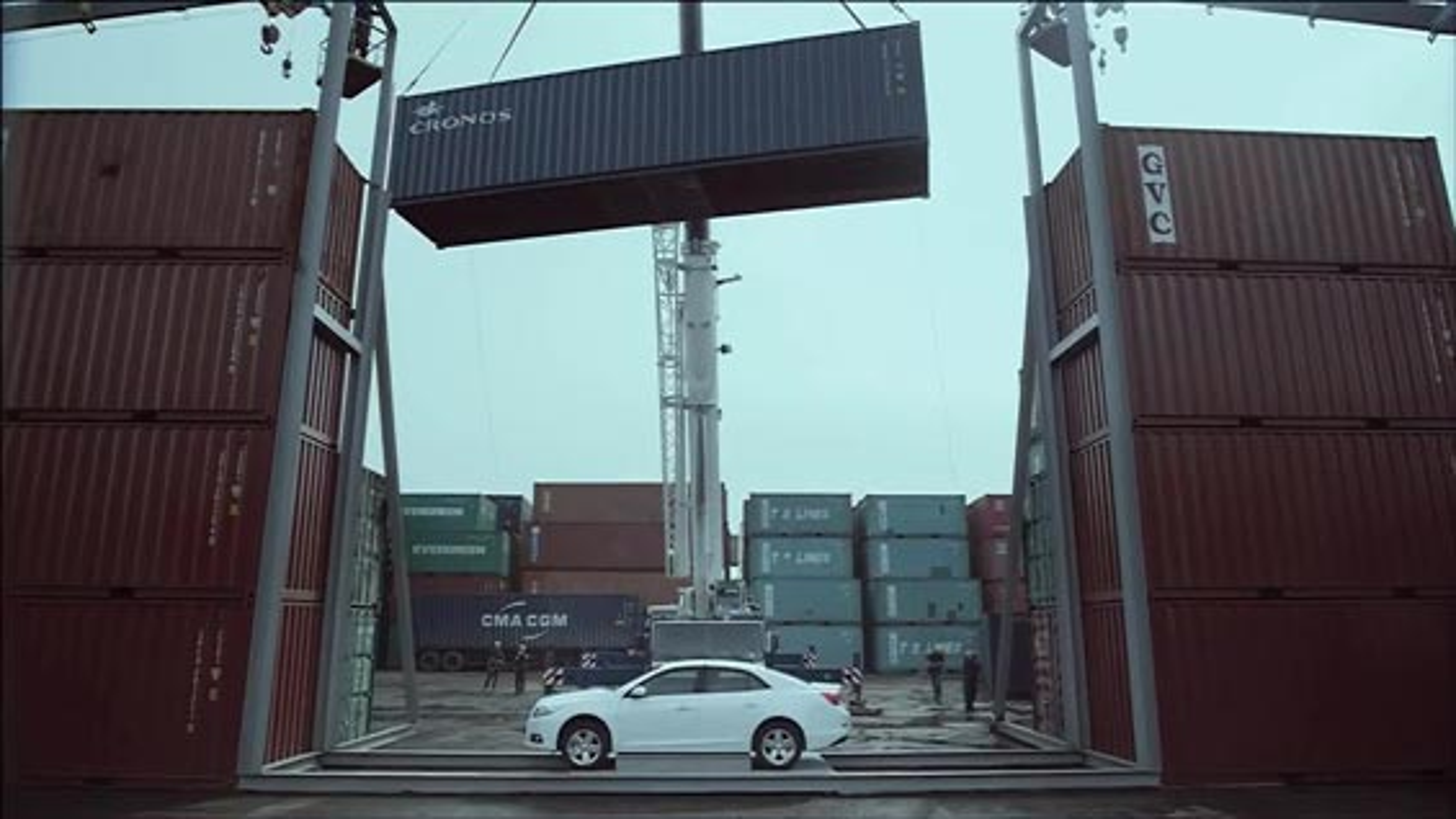 تست مقاومت سقف خودرو شورولت مالیبو زیر 16 تن فشار   فیلم