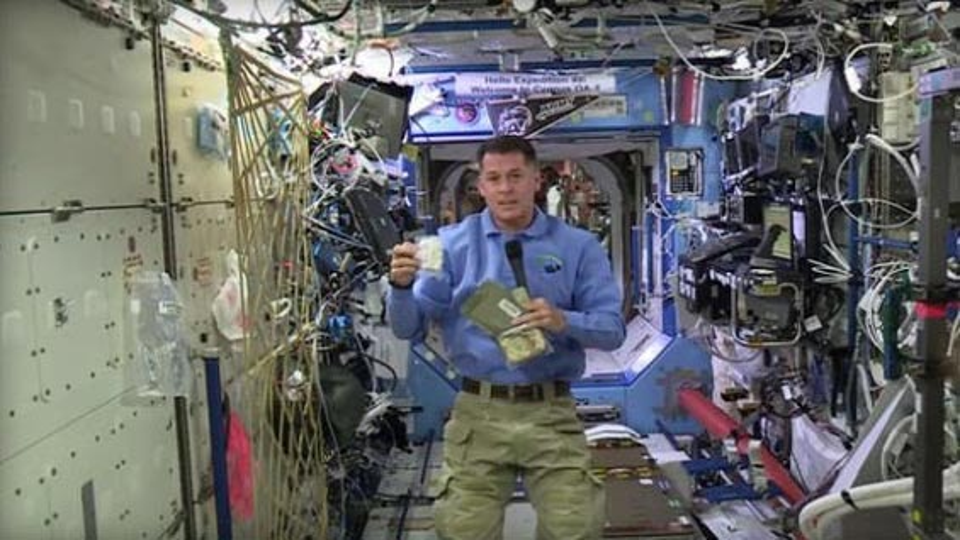 جشن شکرگزاری با صرف بوقلمون فضانوردان ناسا در ایستگاه فضایی بینالمللی | فیلم