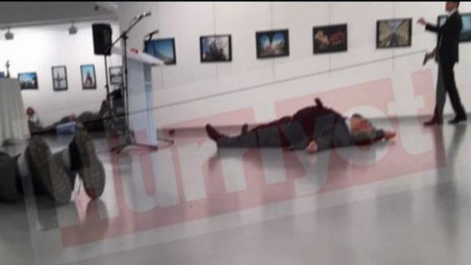 ترور سفیر روسیه در ترکیه؛ سفیر روسیه در گالری هنری آنکارا ترور شد | فیلم