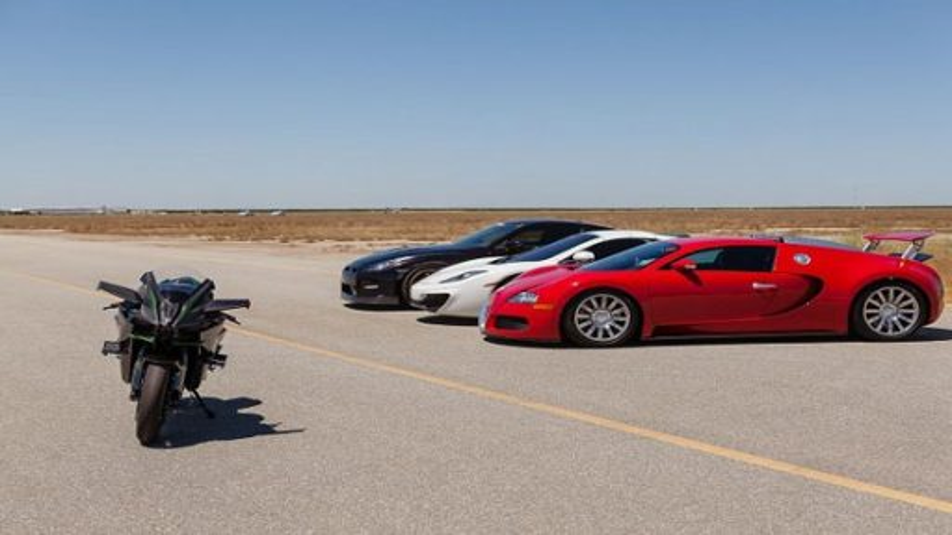 رقابت عجیب بوگاتى ویرون، مکلارن و نیسان مقابل موتورسیکلت کاوازاکى | فیلم