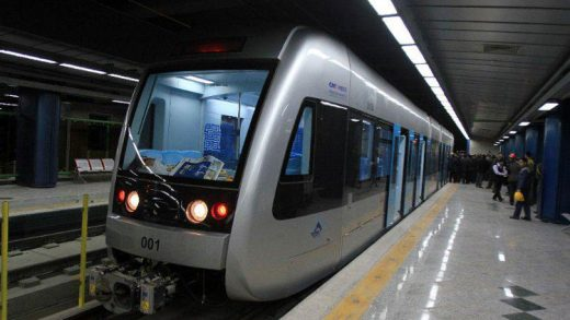 خودکشی در مترو   تگ