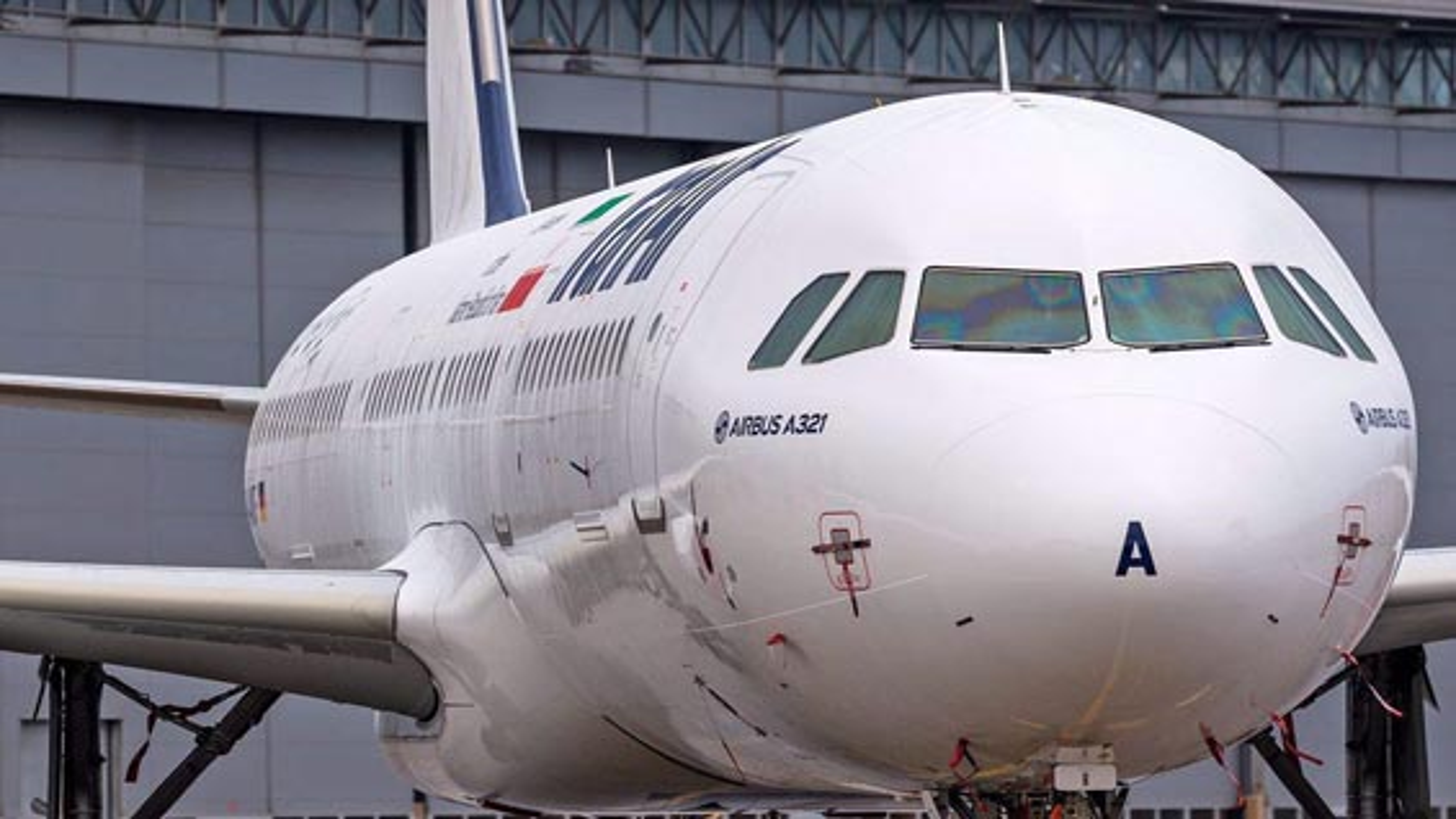 فرود هواپیمای ایرباس پس از ٣٧ سال تحریم | فیلم