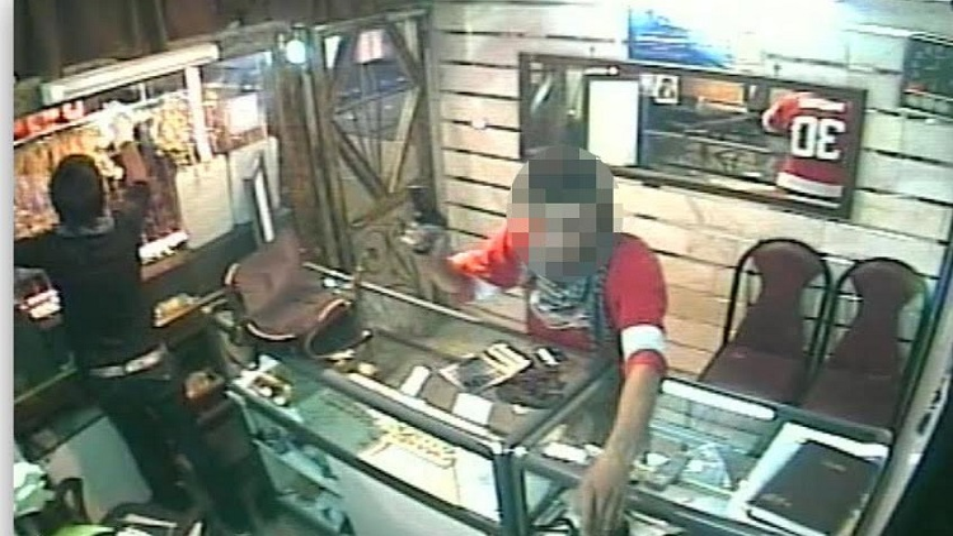 سرقت مسلحانه از طلا فروشی در گچساران | فیلم