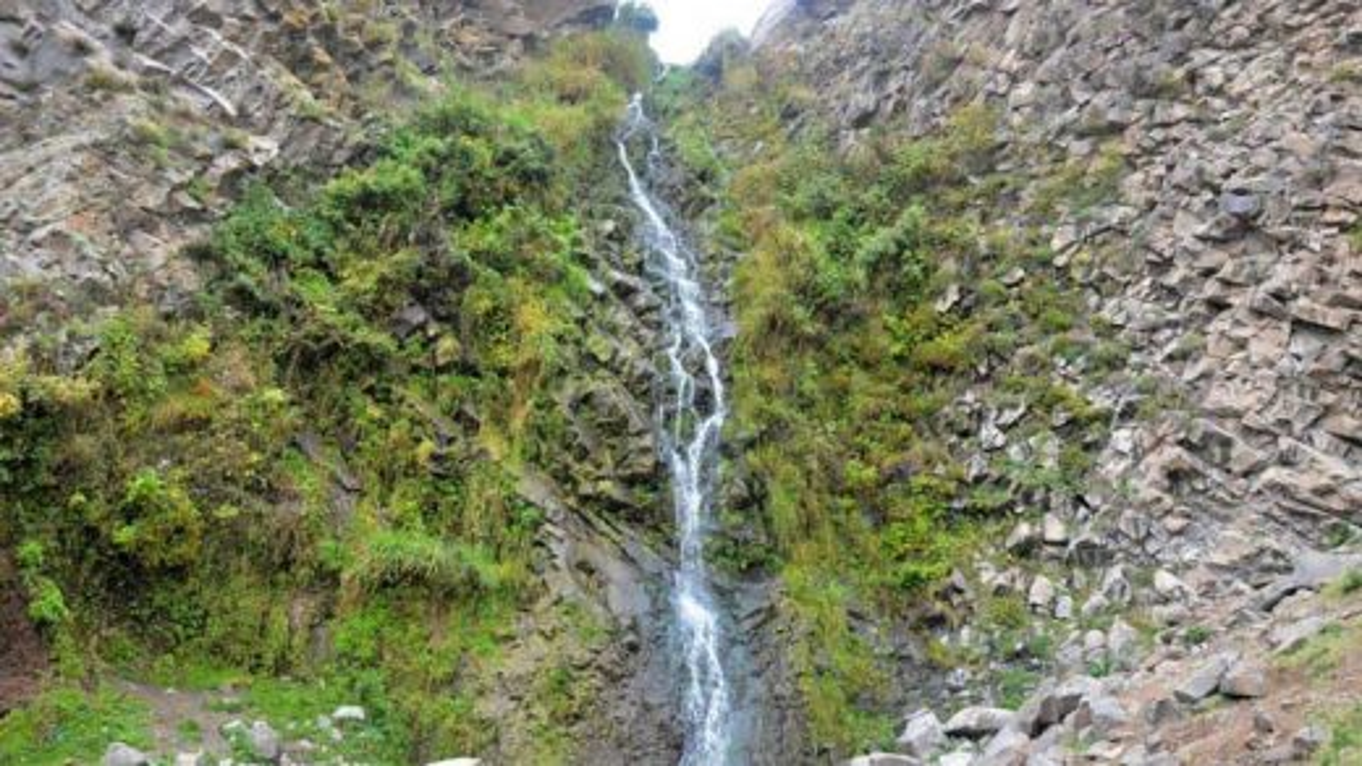 آبشار و آبگرم معدنی سردابه در استان اردبیل | فیلم
