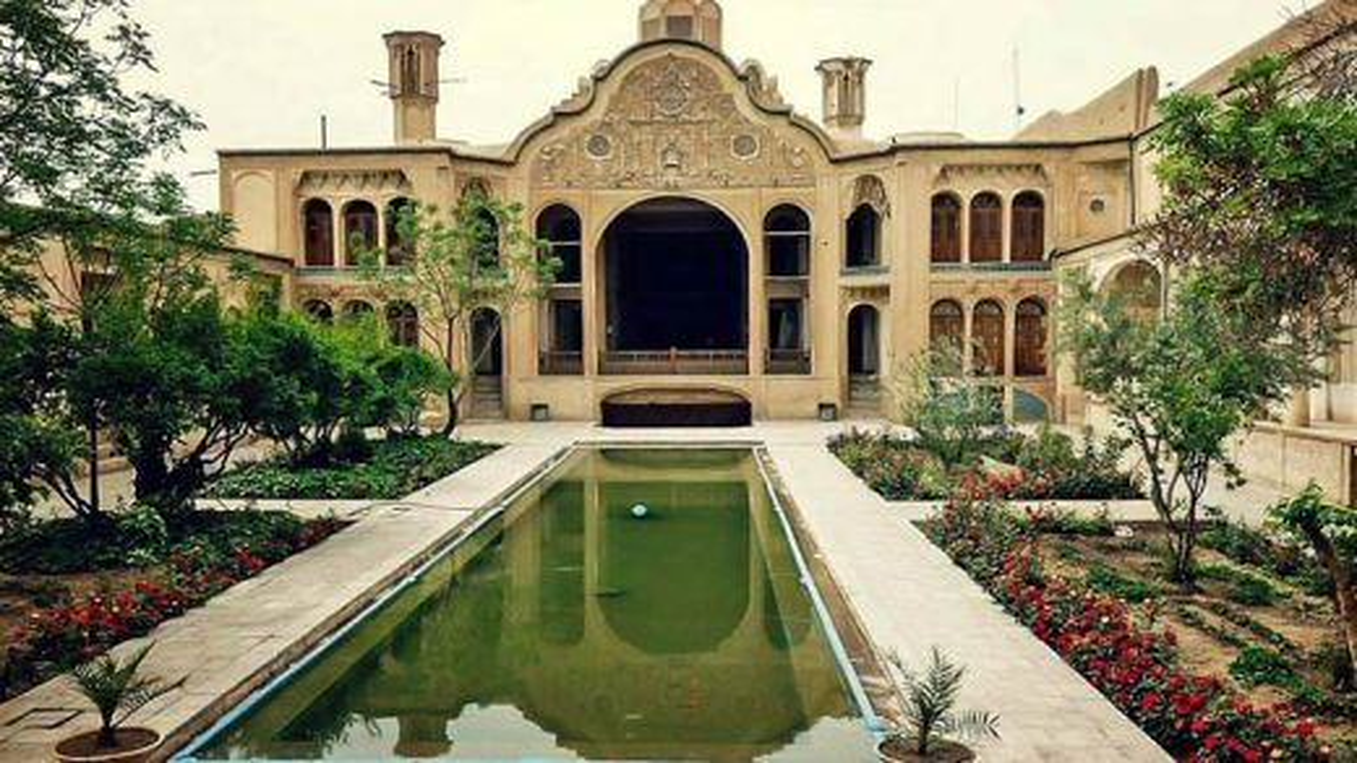 خانه ی زیبا و تاریخی بروجردی ها در شهر کاشان | فیلم