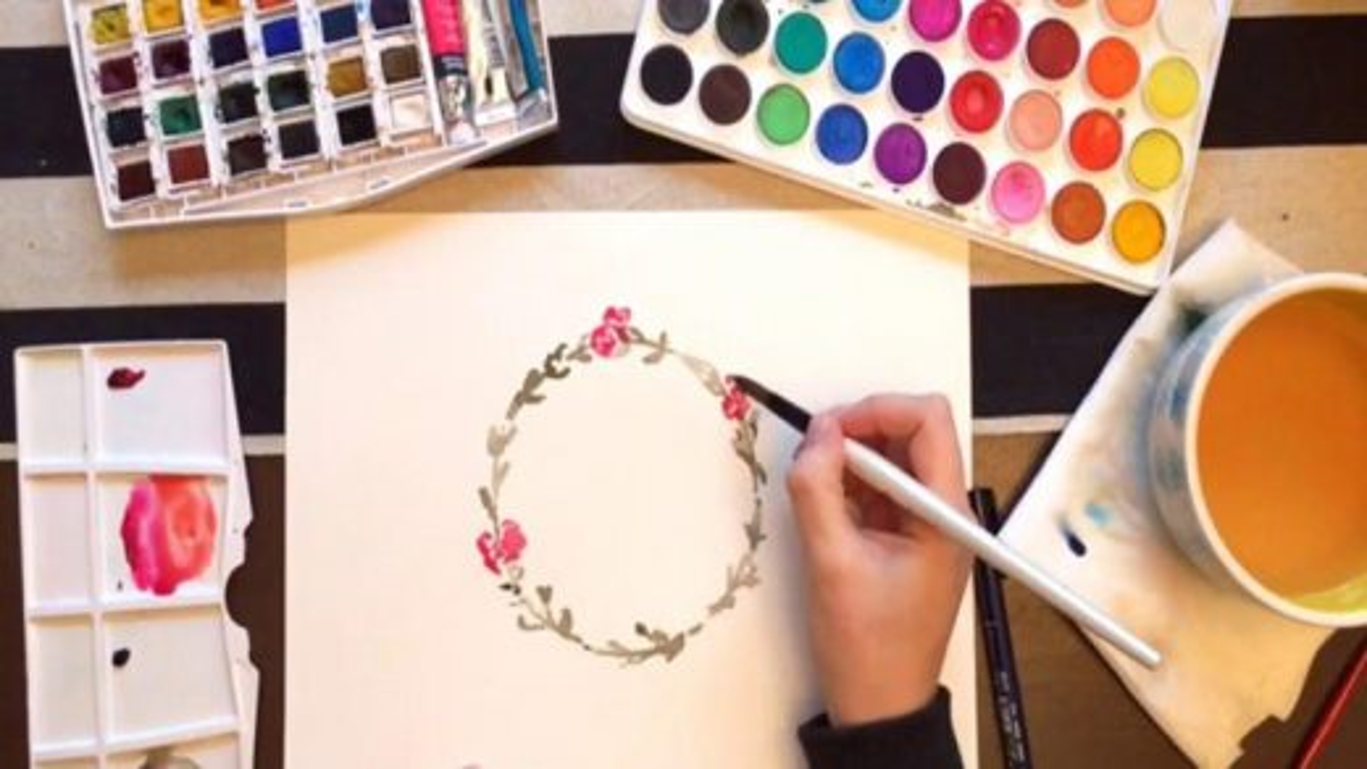 تکنیک نقاشی با آبرنگ؛ آموزش کشیدن حلقه گل | فیلم